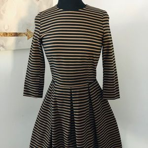 Gorgeous gently used 3/4 sleeve dress